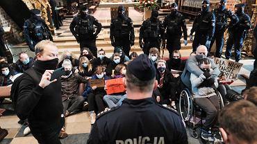 Protest w katedrze w Poznaniu. 25.10.2020 r.