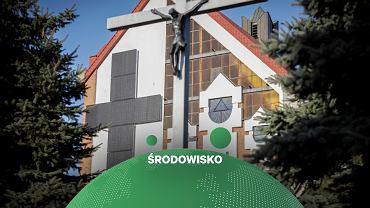 Krzyż z paneli fotowoltaicznych na kościele w Pleszewie