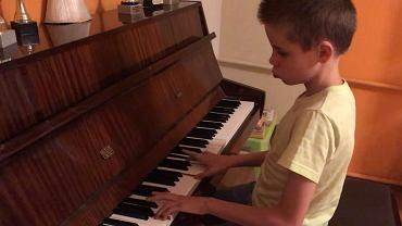 Niewidomy Igor zagrał piosenkę, która reprezentowała Polskę na Eurowizji. 13-latek ma własny kanał