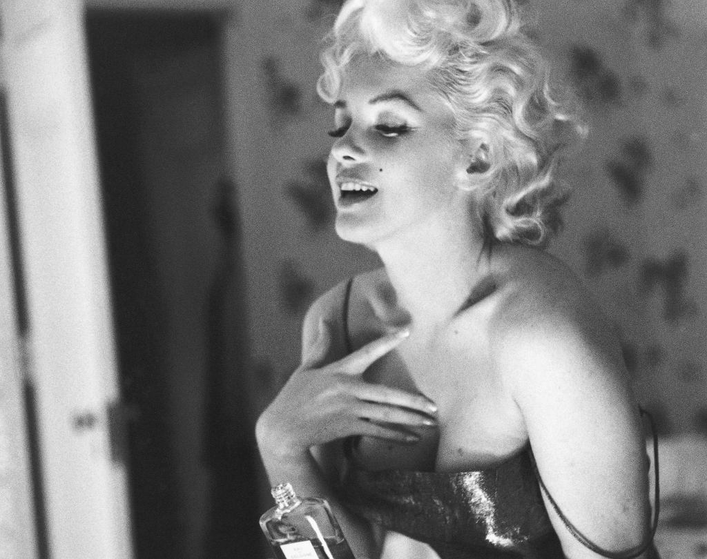 Marilyn Monroe z perfumami Chanel no. 5
