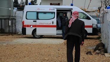 Mobilna przychodnia PCPM w obozowisku syryjskich uchodźców na północy Libanu