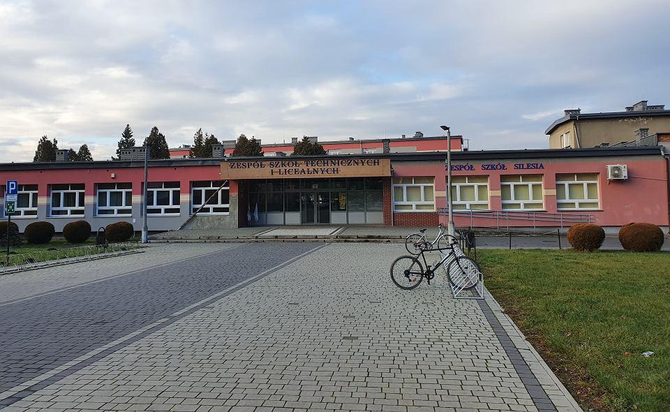 Zespół Szkół Technicznych i Licealnych im. Stanisława Staszica oraz Zespół Szkół 'Silesia' od 2016 r. mają swoje siedziby w jednym budynku - przy ul. Traugutta 11 w Czechowicach-Dziedzicach