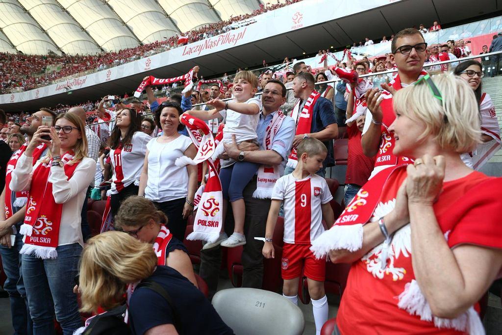 Premier Mateusz Morawiecki z rodziną na meczu Polska-Litwa