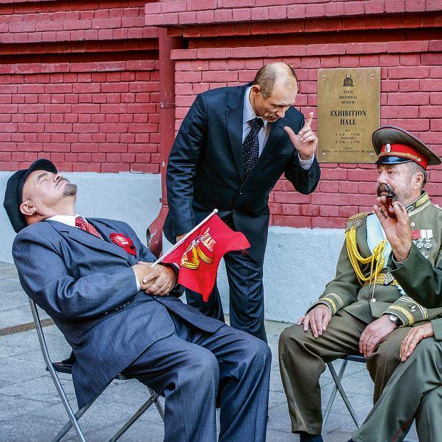 Na ulicach Moskwy możemy sobie zrobić selfie zsobowtórami cara Mikołaja, Stalina, Lenina albo Putina