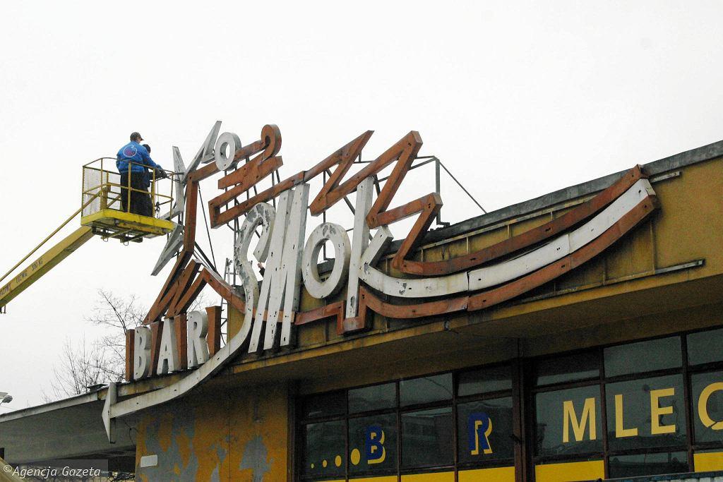 Bar Smok z charakterystycznym neonem (2004)