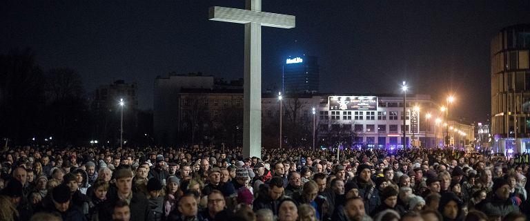 Wielkanoc w Warszawie. Ulicami stolicy przejdą liczne drogi krzyżowe i procesje [UTRUDNIENIA]