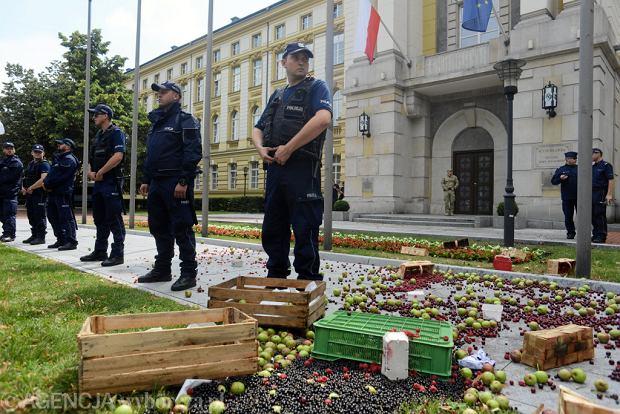 Protest rolników w Warszawie zorganizowany przez Unię Warzywno - Ziemniaczaną, 13 lipca 2018.