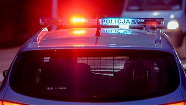 Dwie osoby zginęły w wypadku w Brzózie Królewskiej. Droga jest całkowicie zablokowana
