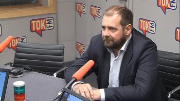 Aleksander Pociej w studiu TOK FM.