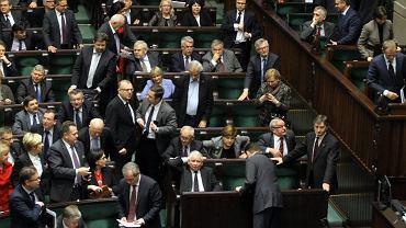 Sejm w trakcie głosowania nad referendum ws. 6-latków
