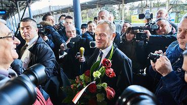 Donald Tusk odjeżdża z Sopotu do Warszawy na przesłuchanie w prokuraturze