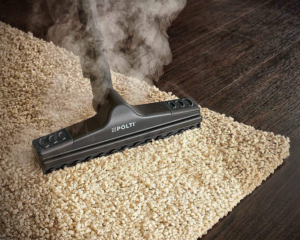 Odkurzacz parowy poradzi sobie z wyczyszczeniem dywanu