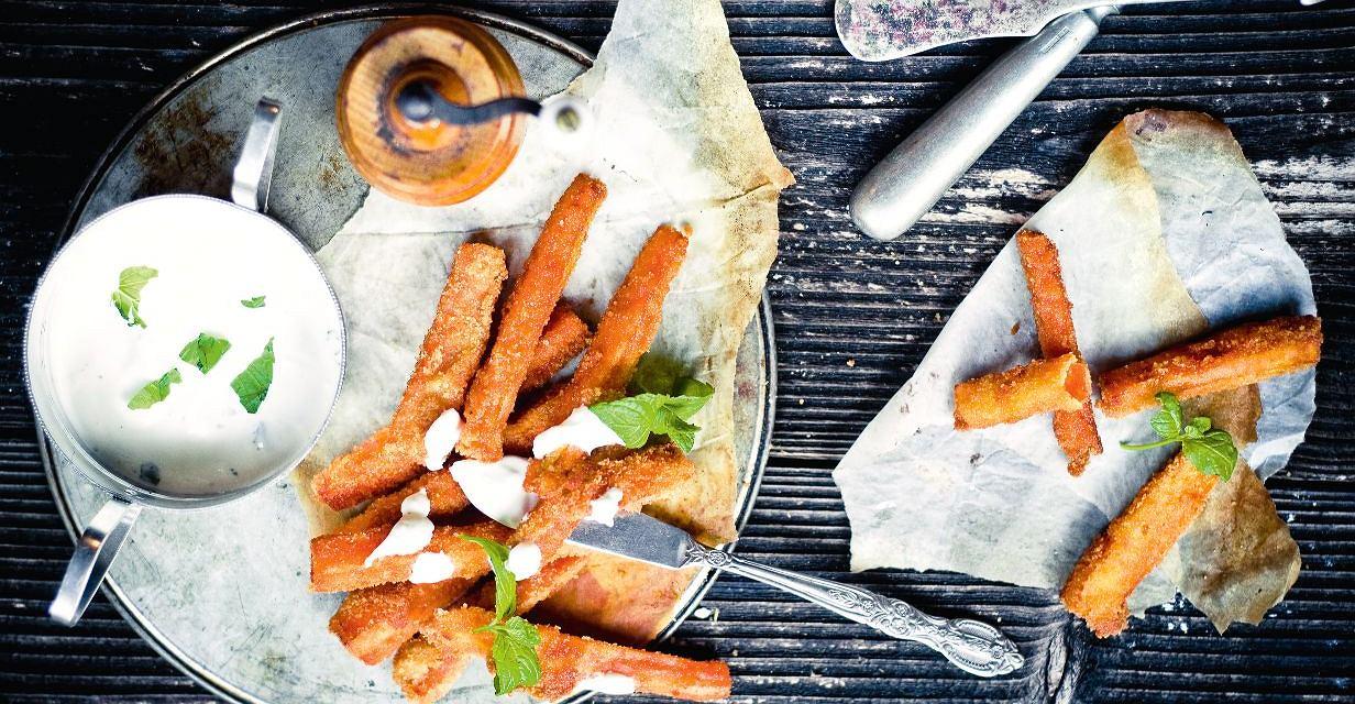 Panierowana smażona marchewka z dipem miętowym