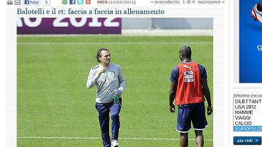 Cesare Prandelli w rozmowie z Mario Balotellim
