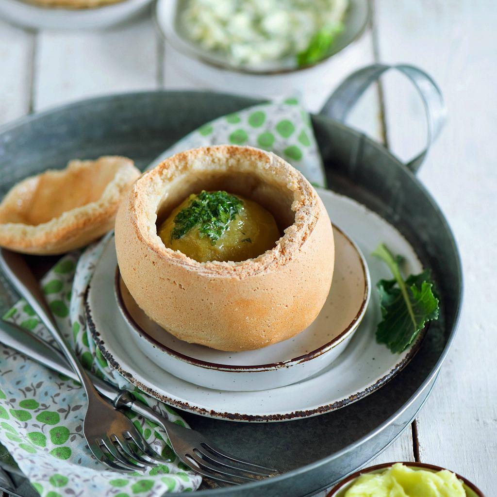 Kalarepa pieczona w soli z masłem smakowym