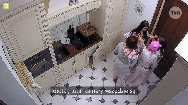 Dziewczyny w 'Projekt Lady' w czasie tradycyjnej kradzieży wina