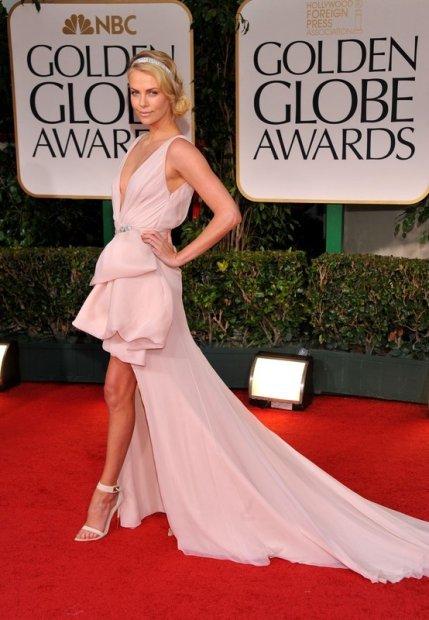 Charlize Theron, dior, złote globy, złote globy 2012