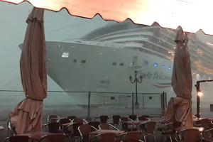 Olbrzymi statek groźnie sunął na nabrzeże w Wenecji. Nagranie szybko rozeszło się po sieci