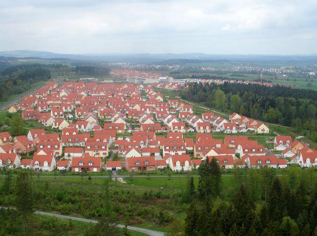 W swoich zagranicznych bazach Amerykanie budują takie na przykład osiedla domków przypominających przedmieścia miast w USA. Tutaj Grafenwoehr obok Vilseck