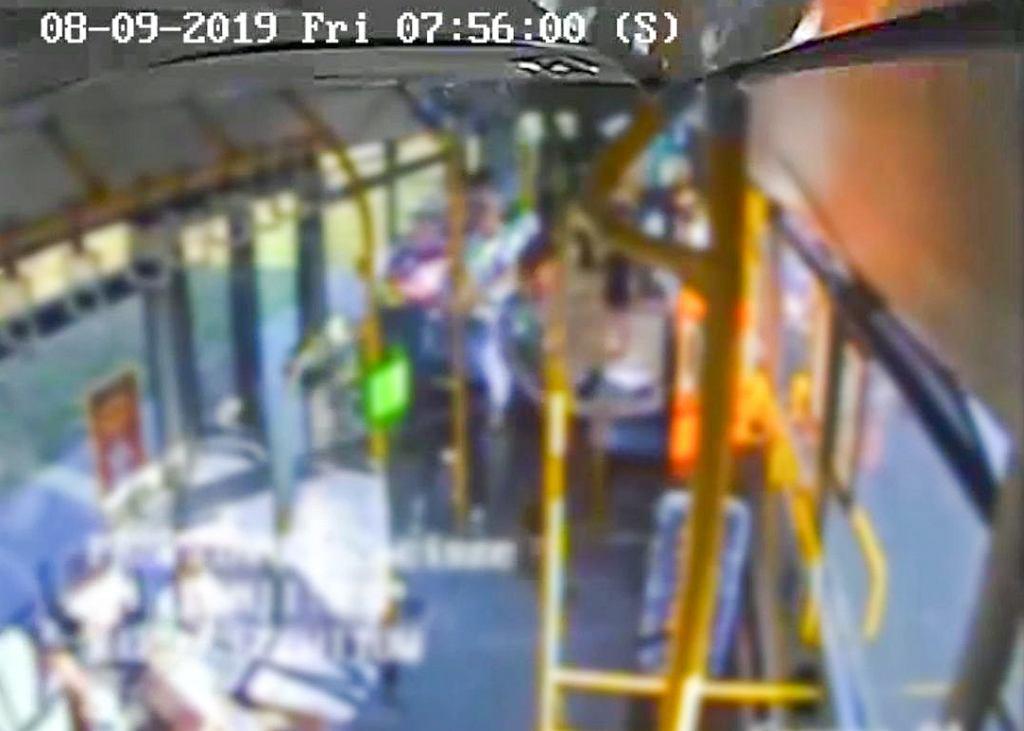 Kierowca autobusu musiał gwałtownie zahamować