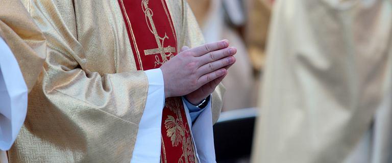 Resort finansów ujawnia zarobki duchownych w skarbówce