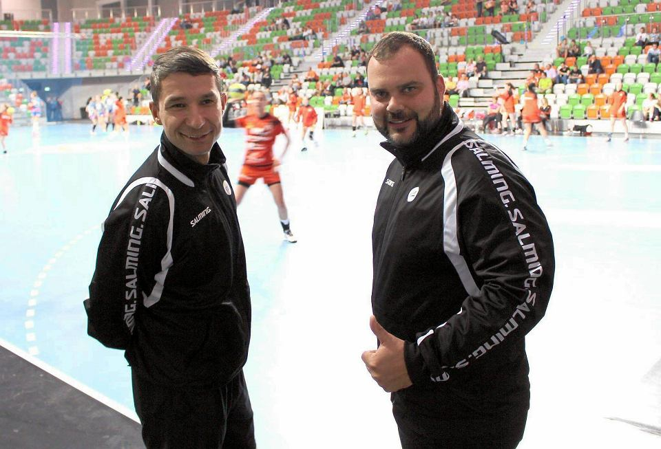 Sędziowie piłki ręcznej z Płocka Marcin Piechota i Bartosz Leszczyński