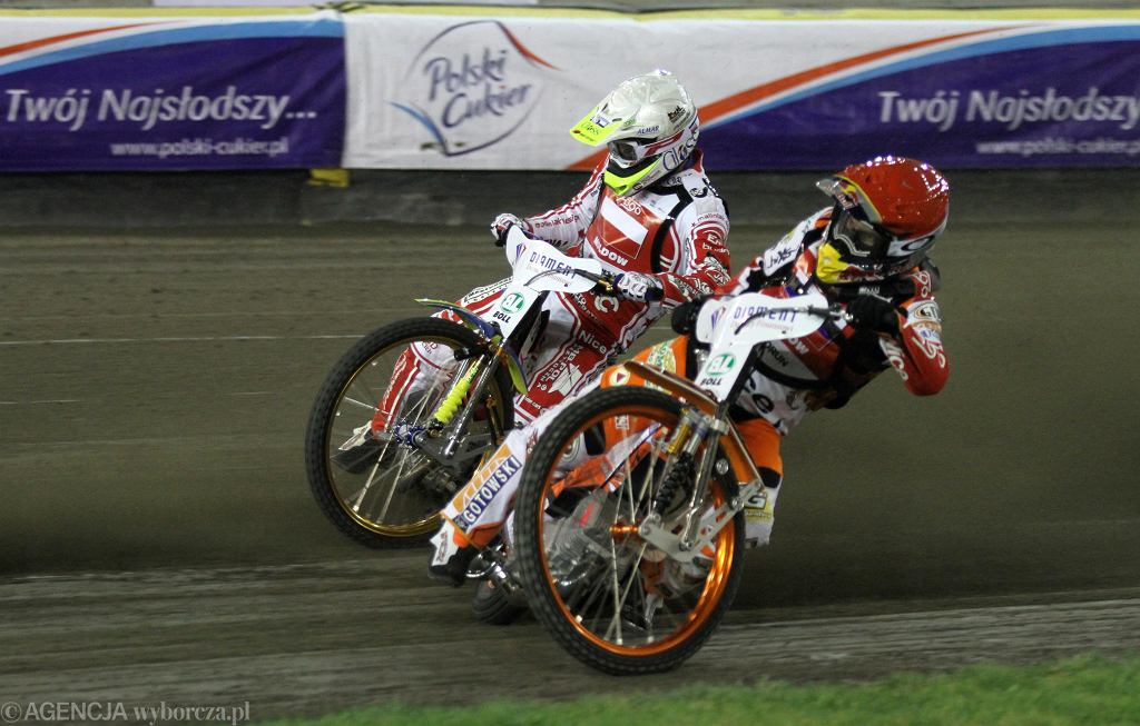 Emil Sajfutdinow (czerwony kask) i Krzysztof Kasprzak (bialy) podczas zawodów