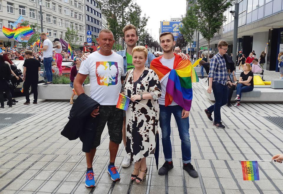 Rodzina Sulwińskich na poznańskim marszu równości