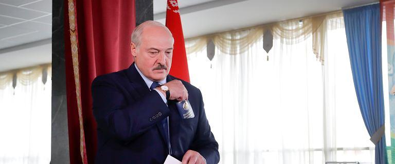 """Białoruś i gospodarka. Dawne """"500 dolarów dla każdego"""" to temat memów"""