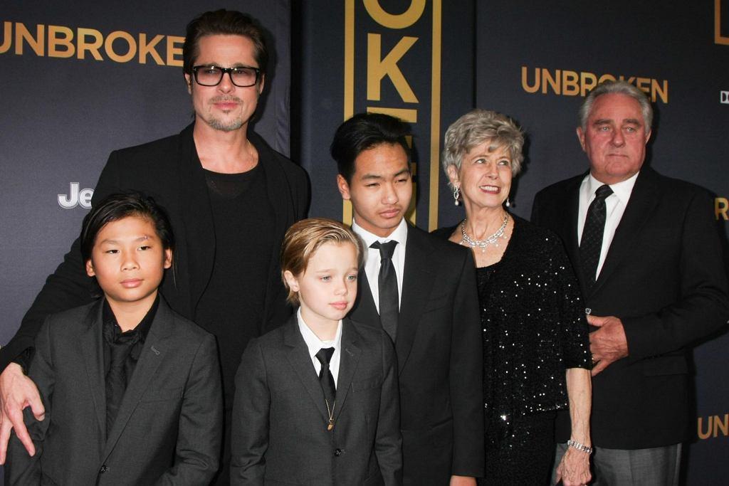 Brad Pitt z rodzicami i dziećmi