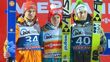Od lewej: Andreas Wellinger (drugie miejsce), Krzysztof Biegun (pierwsze miejsce), Jurij Tepes (trzecie miejsce)