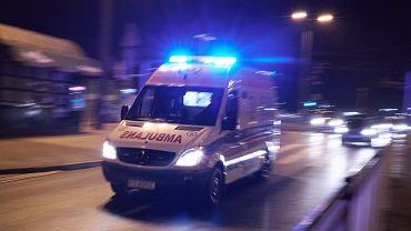 Karetka pogotowia ratunkowego (zdjęcie ilustracyjne)