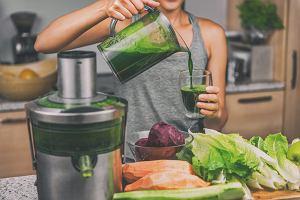 Zielone koktajle - ze szpinaku, z jarmużem, selerem naciowym lub z pietruszki. Po co je pić?