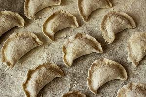 Tradycyjne produkty roślinne wracają do łask. Czas na mąkę lnianą!