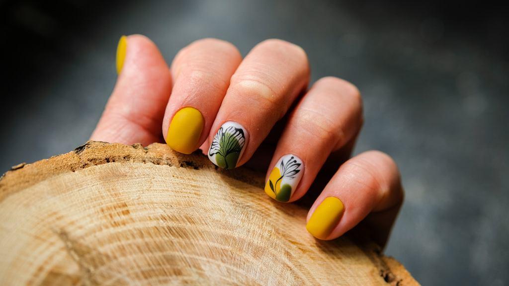 Krótkie paznokcie nie muszą być nudne. Świetnie sprawdzą się na nich odpowiednio dobrane wzory