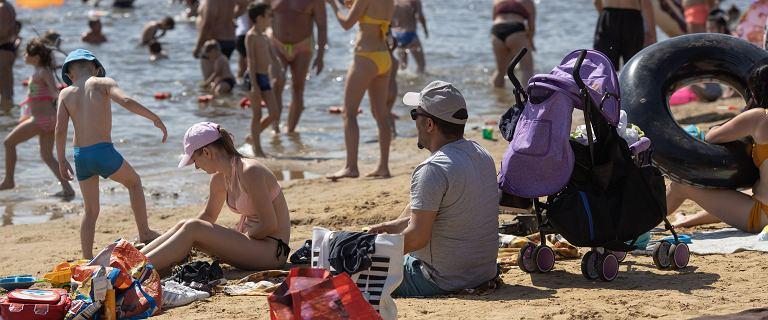 Ekspertka: Czwarta fala jeszcze pełza, ale może pokrzyżować Polakom wakacje