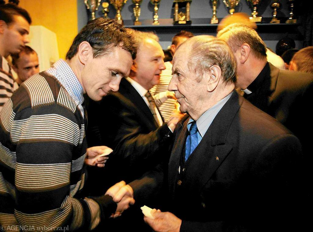 Wojciech Grzyb i Gerard Cieślik na spotkaniu wigilijnym w Ruchu Chorzów w 2010 roku