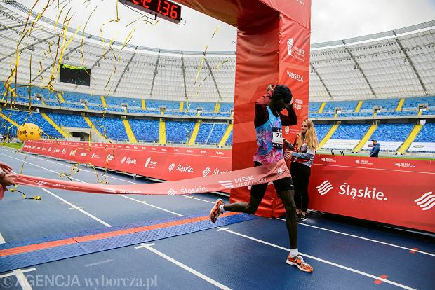 Zdjęcie numer 65 w galerii - Silesia Marathon. Chłód i wiatr niestraszne, rekord pobity! [ZDJĘCIA]