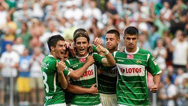 Trybuny pękające w szwach, piękna pogoda, świetna pierwsza połowa Lechii, prowadzenie 1:0 po golu Vranjesa i...