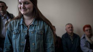18-letnia Maria Kołakowska na sali sądowej