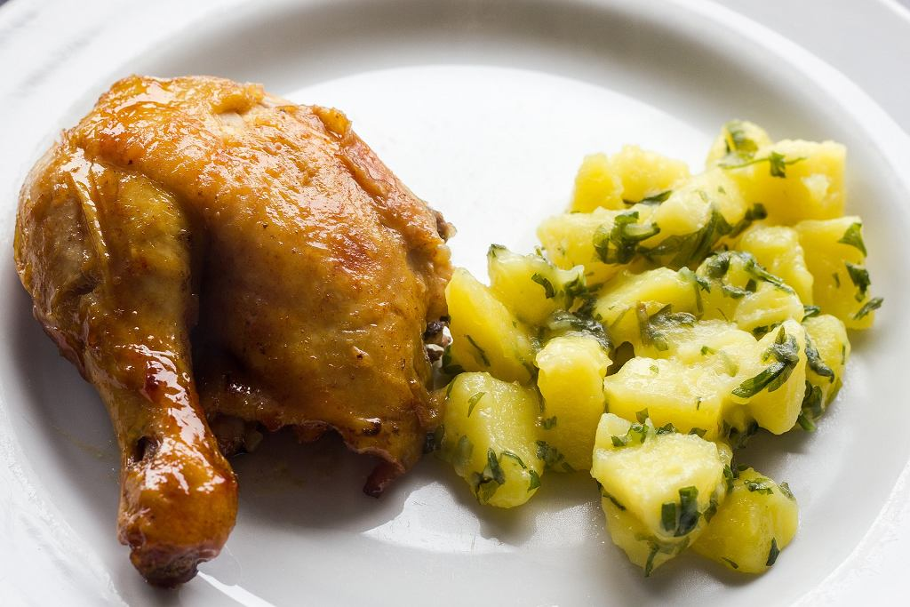 kurczak pieczony w piekarniku, zdjęcie ilustracyjne