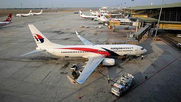 Samolot linii Malaysia Airlines na lotnisku w Kuala Lumpur