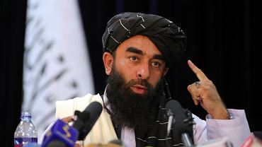 Rzecznik Talibów Zabihullah Mujahid na pierwszej konferencji prasowej