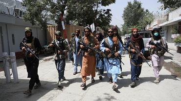 Talibskie bojówki na ulicach Kabulu. Afganistan, 18 sierpnia 2021