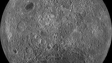 'Ciemna' strona Księżyca. Chińska sonda wylądowała blisko bieguna południowego, na widocznym ciemnym obszarze będącym wielkim kraterem