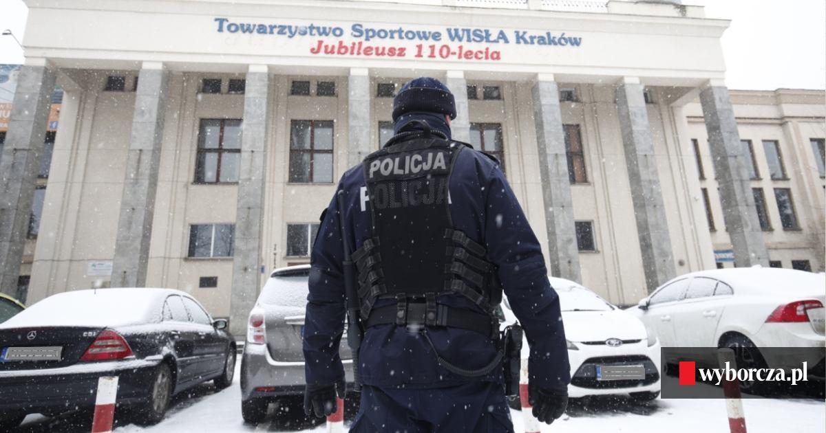 5f47215ee Policja przeszukuje miejsca związane z działaczami Wisły Kraków