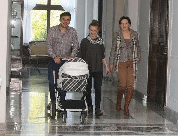 Ewa Kopacz z córką, jej mężem Andriyem Petranyukiem i wnukiem Julianem.