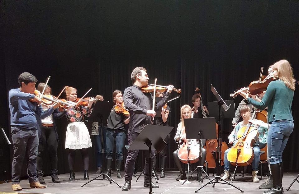 Zdjęcie numer 2 w galerii - Polski wirtuoz wystąpił w NFM. Zagrał na skrzypcach Stradivariusa