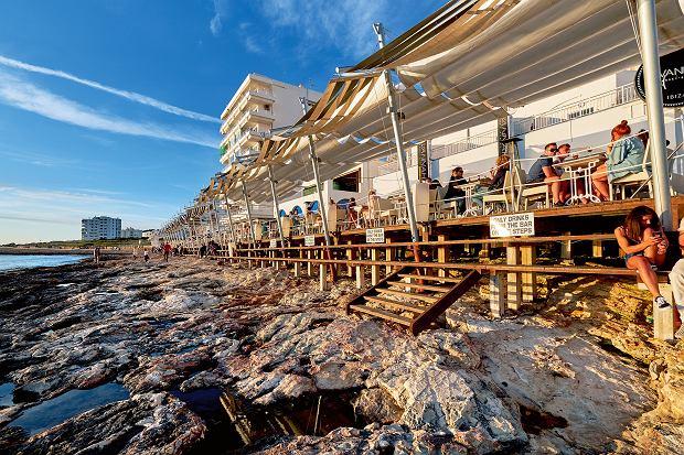 Ibiza, bary przy Sunset Strip w Sant Antoni