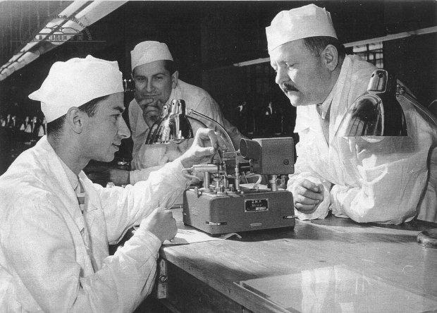 Produkcja zegarków Błonie. Zdjęcie archiwalne